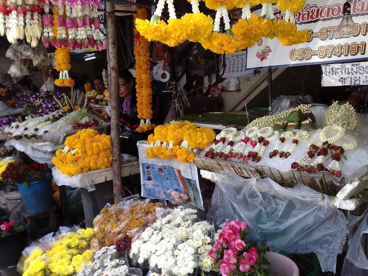 warorot market, kad luang, chiang mai market